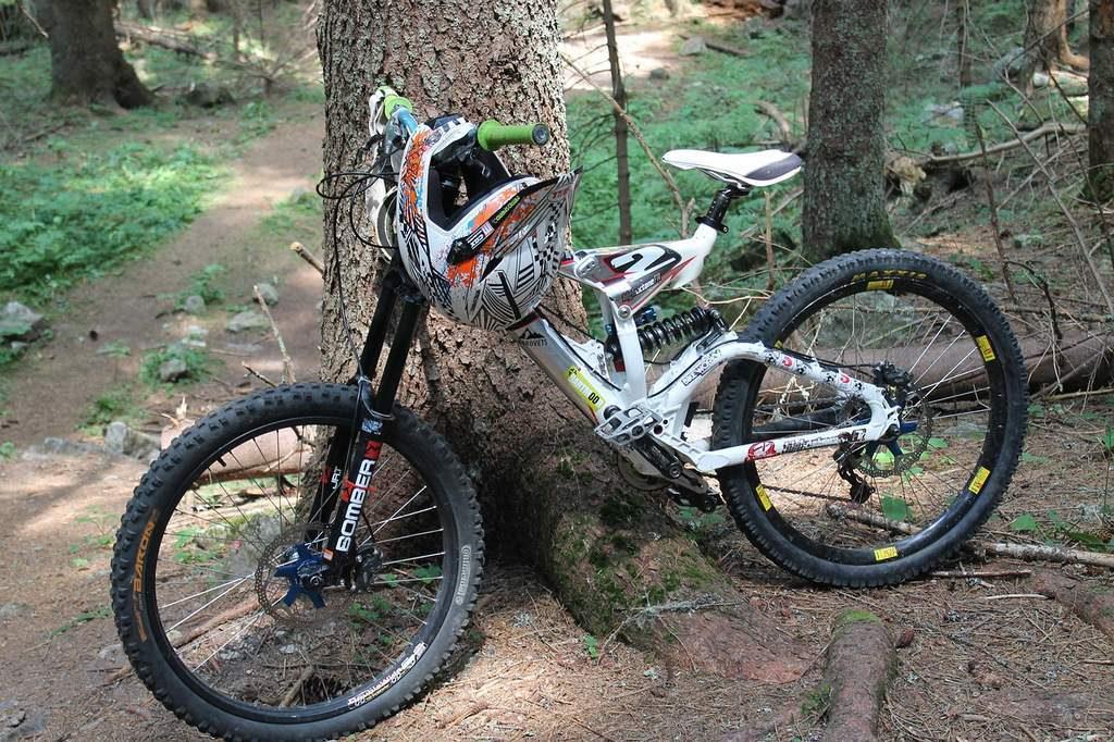 I raggi e i nippli delle ruote delle mountain bike