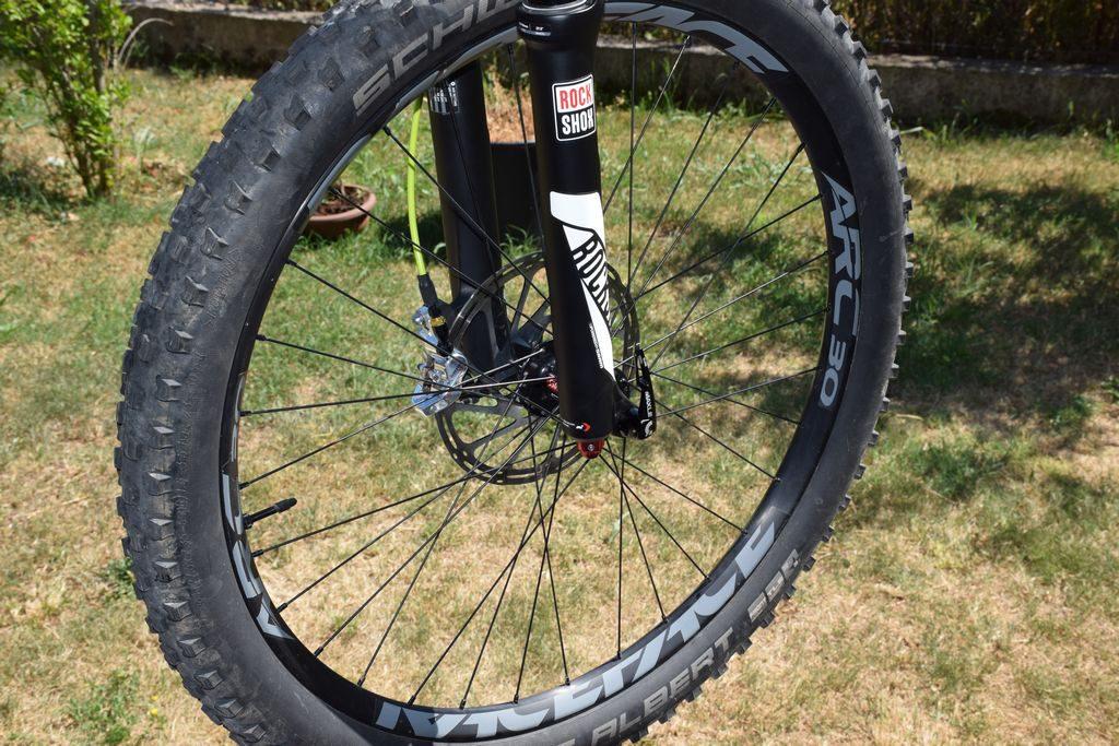 raggi delle ruote delle mountain bike